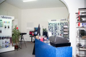 Unser Verkaufsraum1 mit Blick zur Treppe