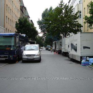 Für sechs Sketche wird die halbe Straße verwendet. Mehr als 30 Leute. Das ist ein Aufwand.