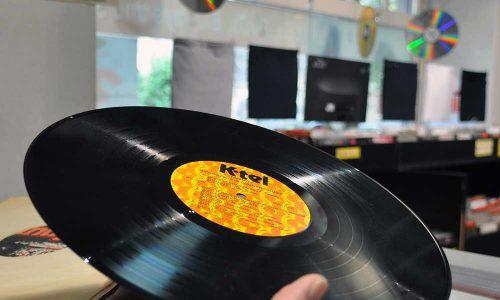 Eine schwarze Vinyl Scheibe im Vorwort des Vinyl Guide